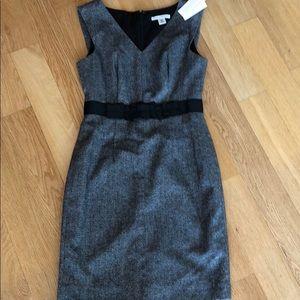 💥BANANA REPUBLIC PETITE BLACK V-NECK DRESS